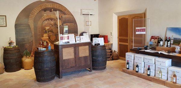 Intérieur de la boutique du chateau de la begude